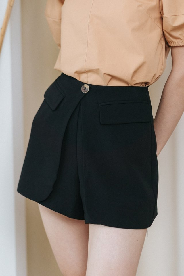 Sanvi Pocket Flap Skorts in Black