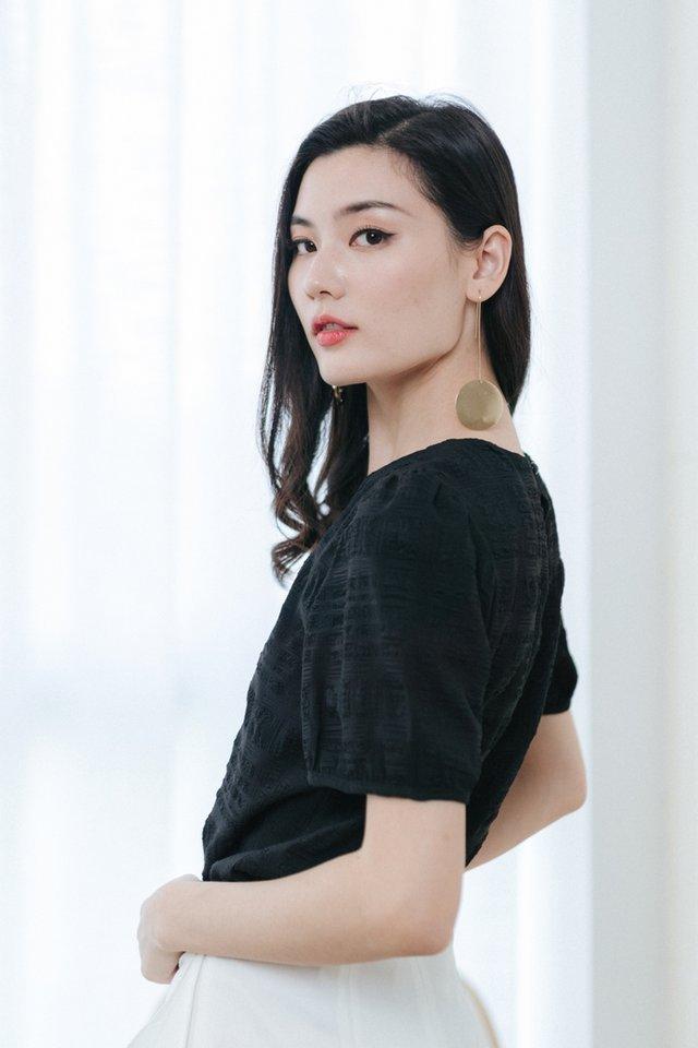 Marie Textured Puffed Sleeves Top in Black