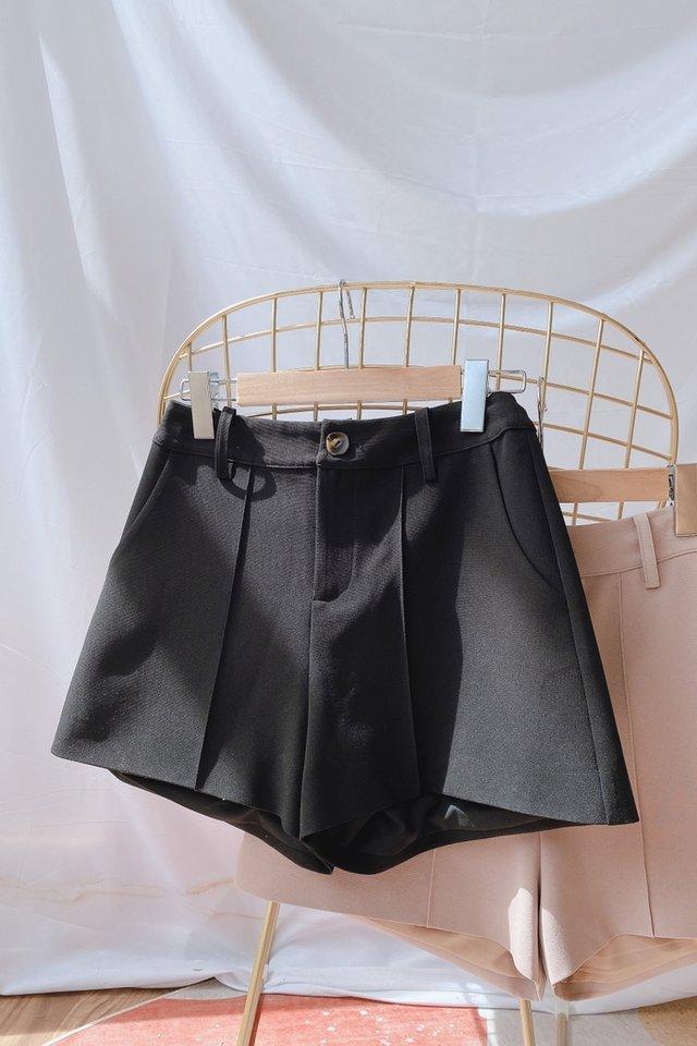 Colette Pocket Shorts in Black
