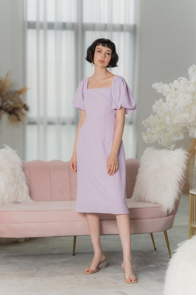 Alexia Textured Puffed Sleeves Midi Dress in Lilac Pink