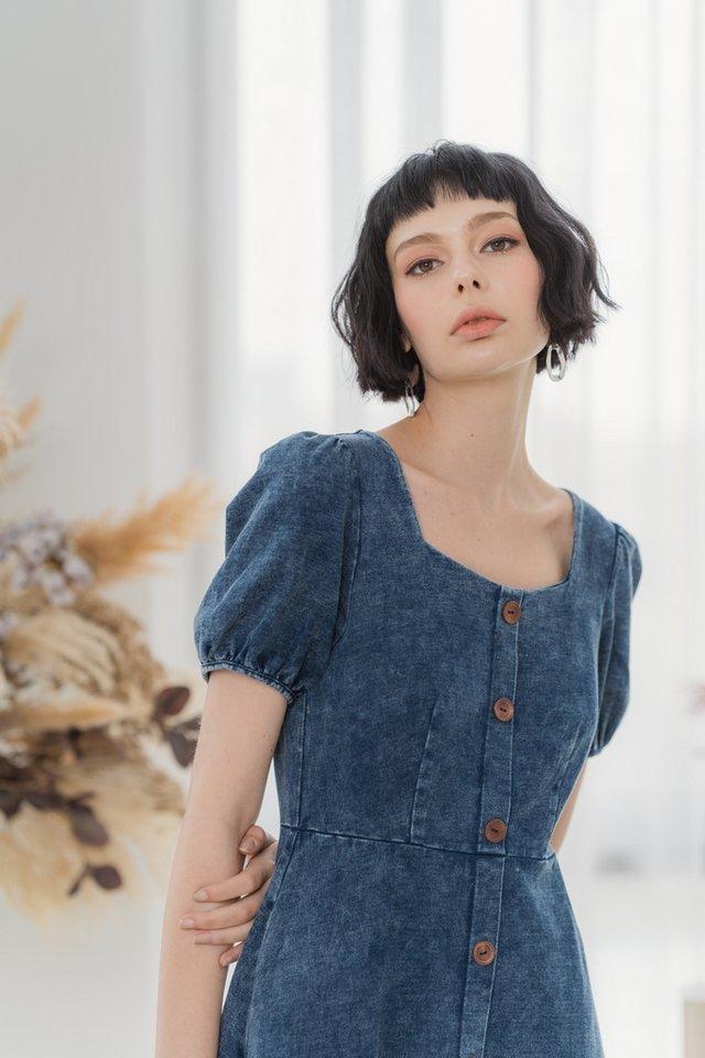 Ferlyn Button Denim Midi Dress in Mid Wash