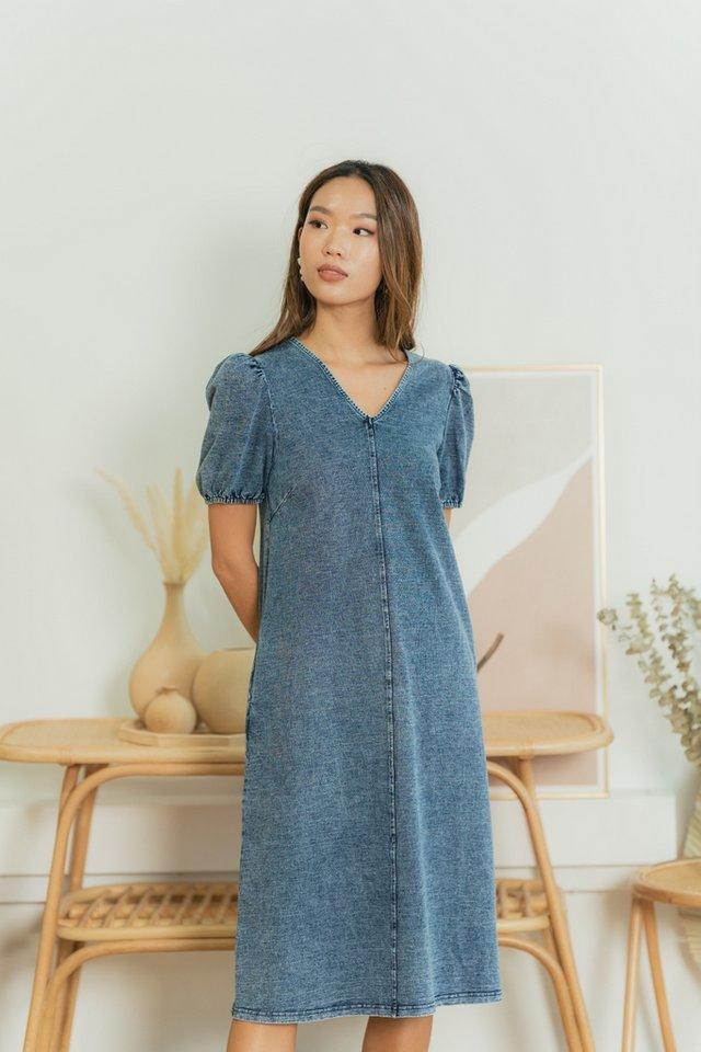 Kamryn Puffed Sleeves Denim Midi Dress in Mid Wash