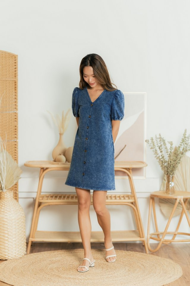 Kyrie Puffed Sleeves Button Denim Dress in Mid Wash