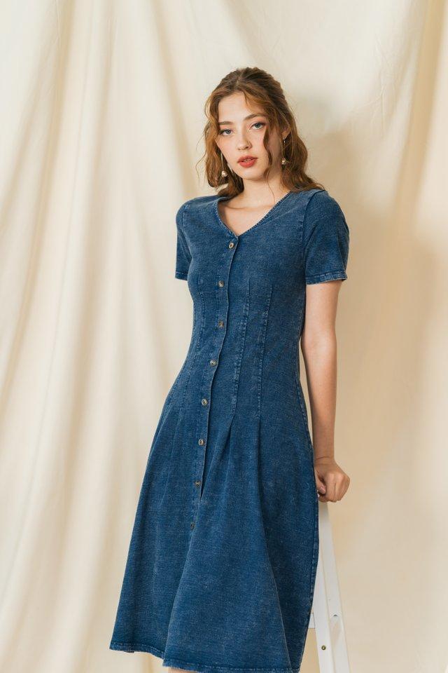 Shaelyn Pleats Denim Midi Dress in Dark Wash