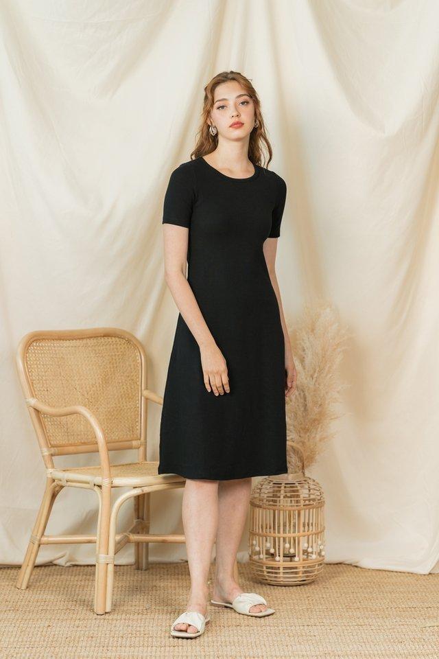 Velnice Ribbed Midi Dress in Black